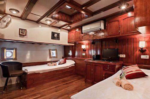 Indo Siren Premium Twin Cabin